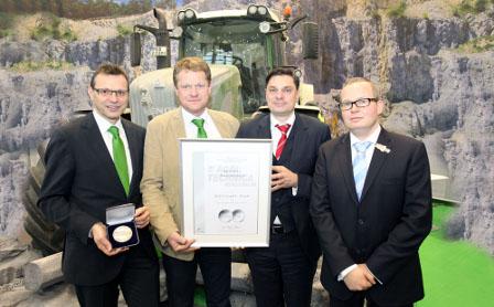 Auszeichnung mit Urkunde wird auf Agritechnica übergeben