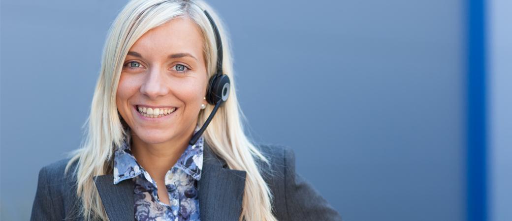 Wagener Hydraulik Mitarbeiterin mit Headset